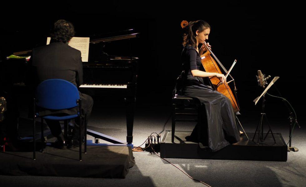 Marina Martins & Leandro Roverso playing